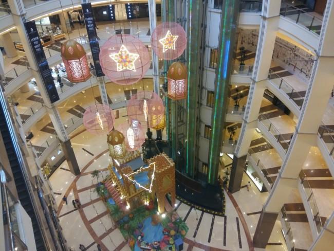 Jakarta shopping mall meet women as expat