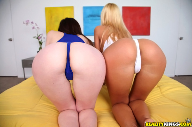Blond and brunette 18 year old teen threesome